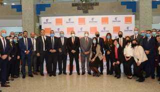 خدمات ومزايا تنتظر عملاء مصر للطيران واورنچ.