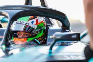 """جاكوار للسباقات تختار ساشا فينيستراز سائقاً أحتياطياً وانضمامه لبطولة العالم للفورمولا إي"""" في الدرعية."""
